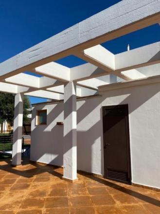 Polignano - villa 2 livelli con ingressi indipendenti. Giardino mq 1000
