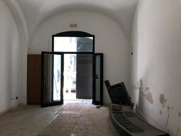Libero locale comm.le mq 40 in Via Crisanzio